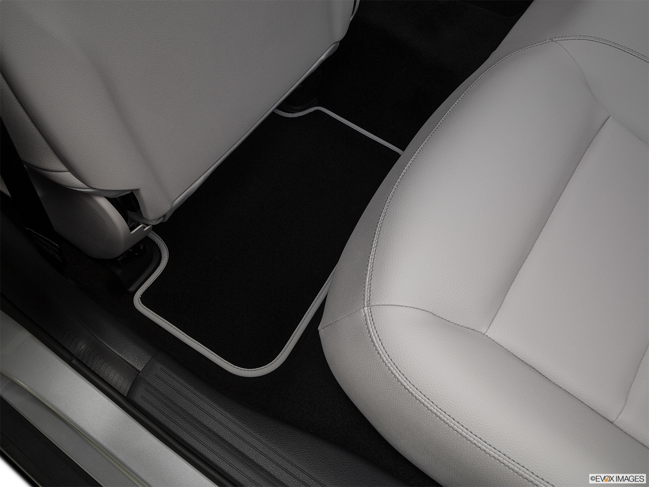 Car pictures list for mercedes benz gla 2017 250 4matic for 2017 mercedes benz gla 250 floor mats