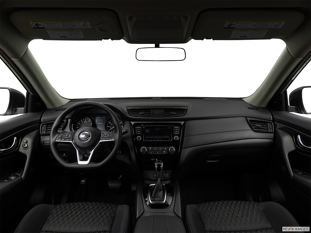 Nissan X-Trail 2018, Saudi Arabia, Centered wide dash shot
