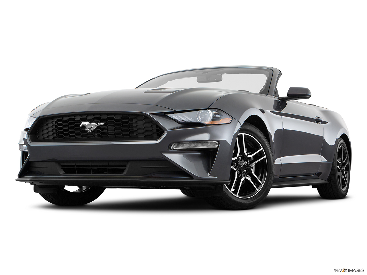 Ford Mustang 2018, Saudi Arabia, Front angle view, low wide perspective.
