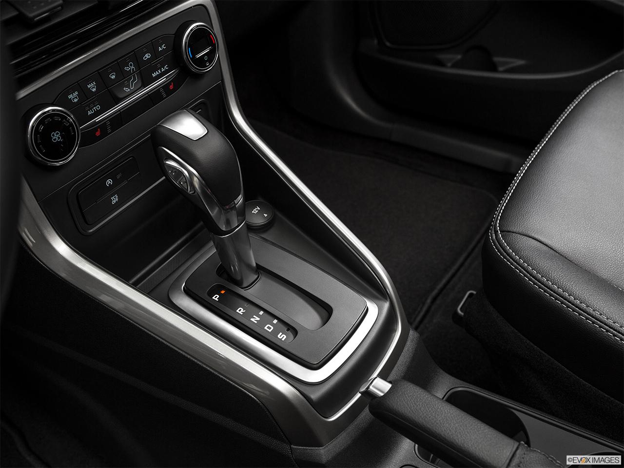 Ford EcoSport 2018 1.5 Titanium, Saudi Arabia, Gear shifter/center console.