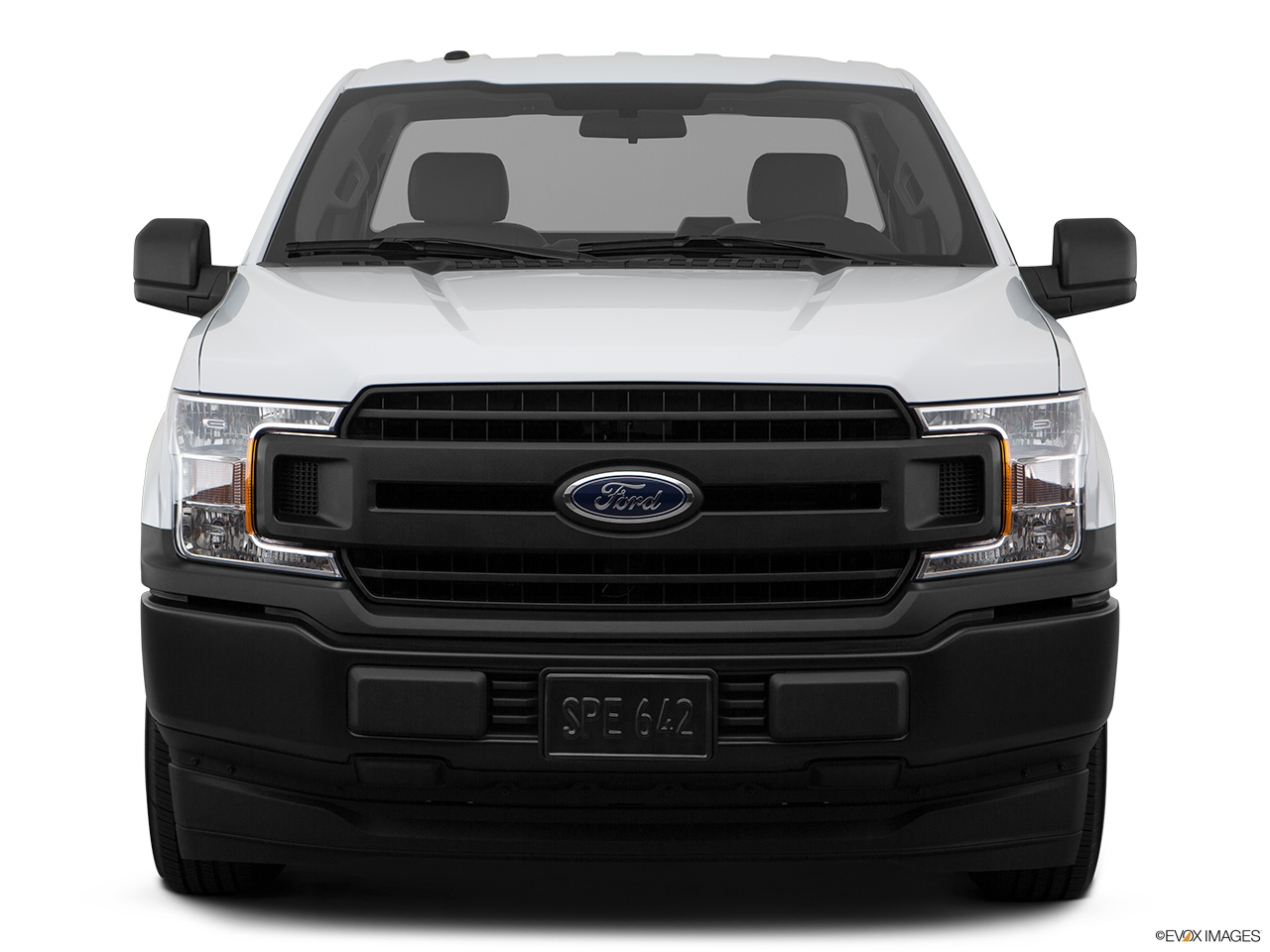 Ford F-150 2018 3.5L Regular Cab XL (2WD), Saudi Arabia, Low/wide front.