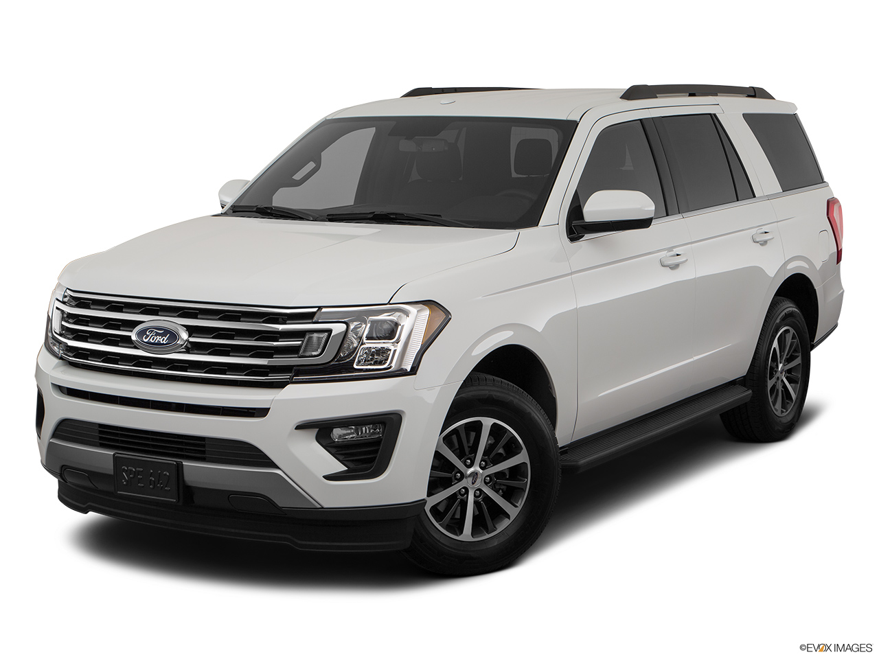 Ford Expedition 2018, Saudi Arabia, Front angle view.