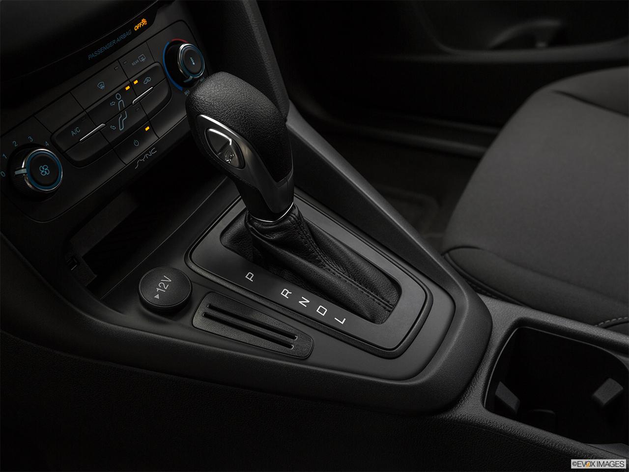 فورد فوكس 2018, السعودية, Gear shifter/center console.