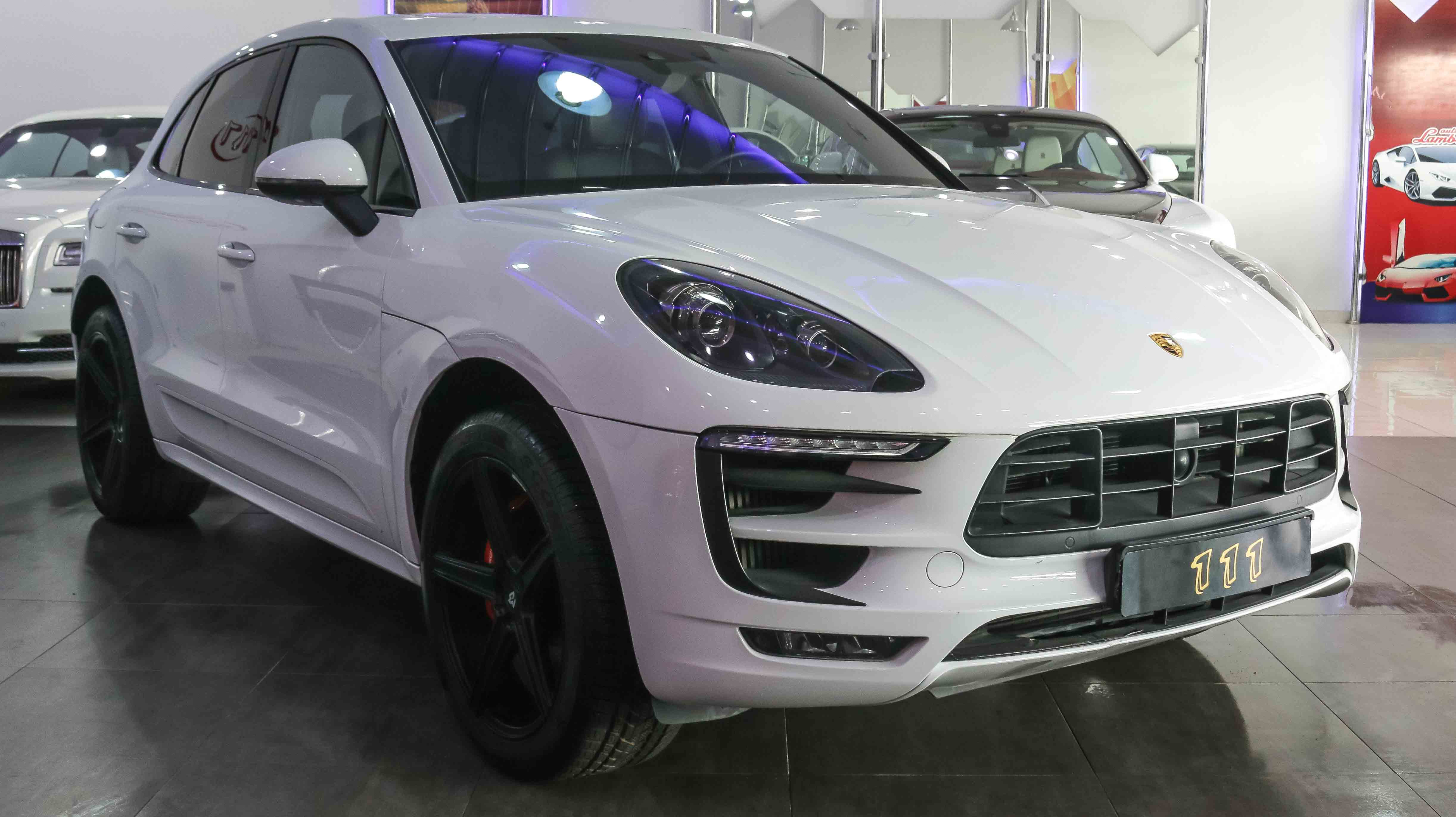 used porsche macan turbo 2016 764135. Black Bedroom Furniture Sets. Home Design Ideas