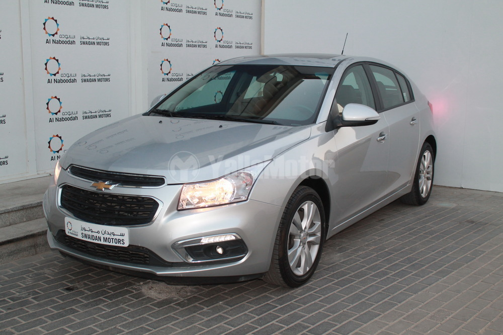used chevrolet cruze 1 8 lt hatchback 2016 car for sale in dubai 760536. Black Bedroom Furniture Sets. Home Design Ideas