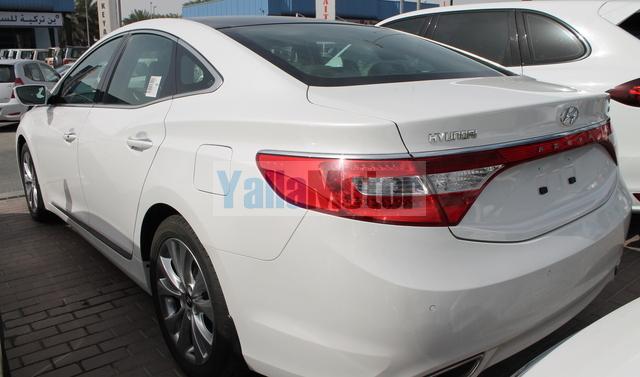 news magazine azera notebook hyundai editors automobile trunk sedan