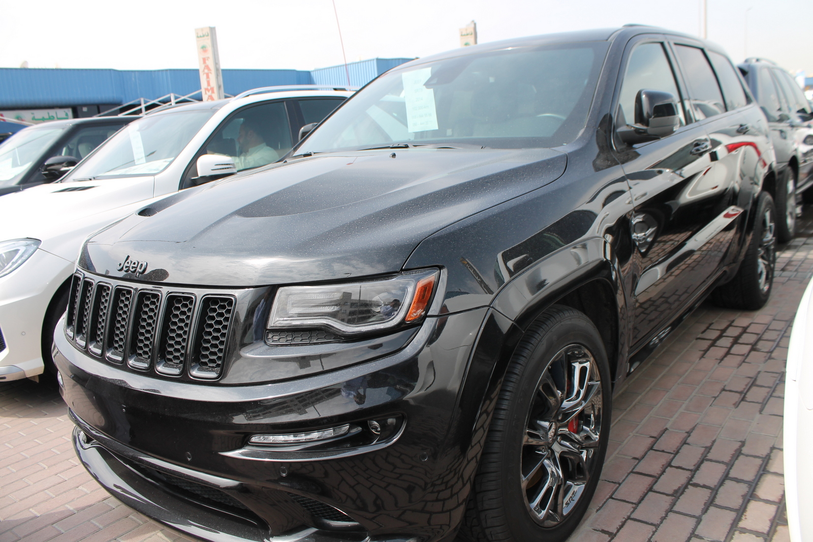 used jeep grand cherokee srt8 2014 car for sale in dubai. Black Bedroom Furniture Sets. Home Design Ideas