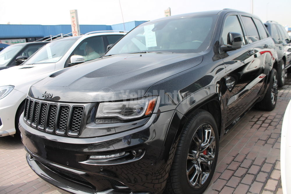 used jeep grand cherokee srt8 2014 car for sale in dubai 711126. Black Bedroom Furniture Sets. Home Design Ideas