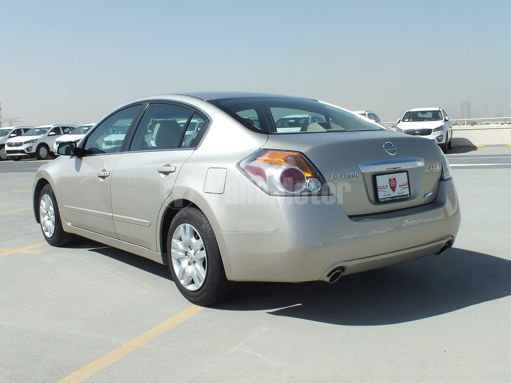 used nissan altima 2010 car for sale in dubai 730467. Black Bedroom Furniture Sets. Home Design Ideas