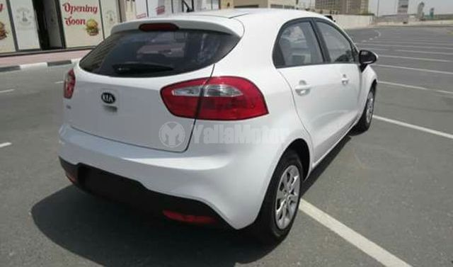 used kia rio hatchback 2015 car for sale in dubai 744176. Black Bedroom Furniture Sets. Home Design Ideas
