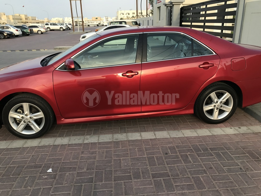 used toyota camry se 2014 car for sale in muscat 773117. Black Bedroom Furniture Sets. Home Design Ideas