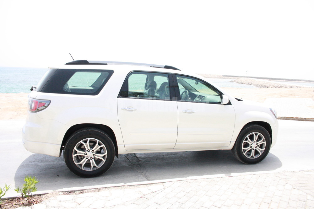 used gmc acadia 3 6l all wheel drive 2013 car for sale in muscat 779794. Black Bedroom Furniture Sets. Home Design Ideas