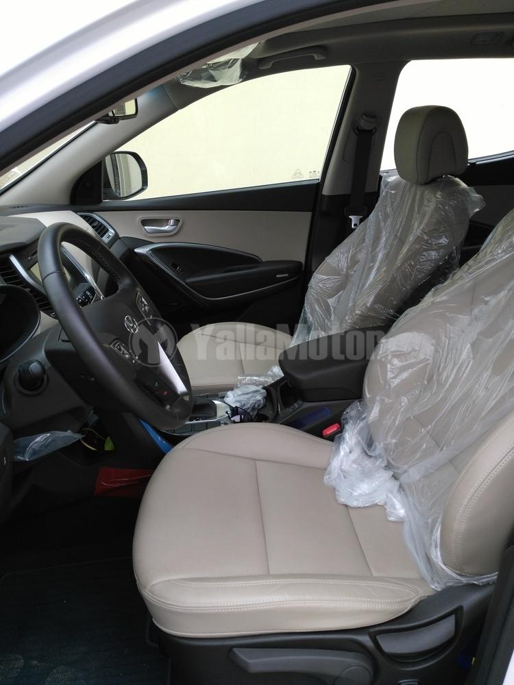 used hyundai santa fe 2016 car for sale in muscat 783315. Black Bedroom Furniture Sets. Home Design Ideas